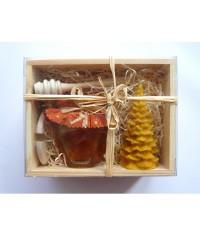 Darčekový balíček - Drevená kazeta - med, sviečka, naberačka a viečko